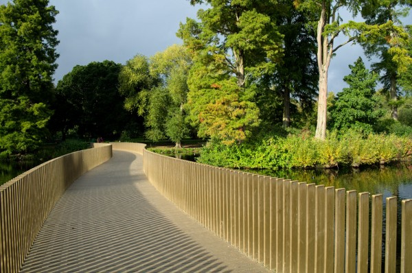 5.  Near the location above is the Sackler Crossing, a curved bridge over a small lake.  This award-winning design features a vertical guardrail system which opens up the view without sacrificing safety. (Click image to enlarge)